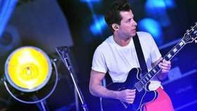 Mark Ronson feat. Clara Amfo - The Giver (Mark Ronson covers Duke Dumont's in the Live Lounge)